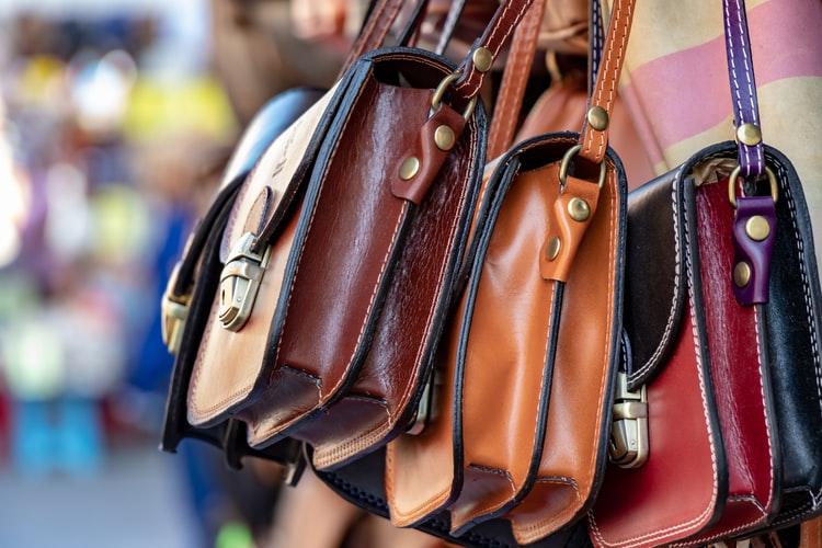 Choisir un sac à main en matière de maroquinerie.